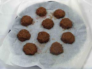 Coconut macaroons raw