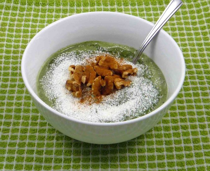 Matcha green tea blueberry smoothie bowl