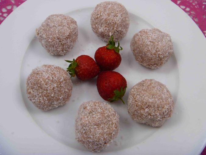 Strawberry coconut protein balls 2