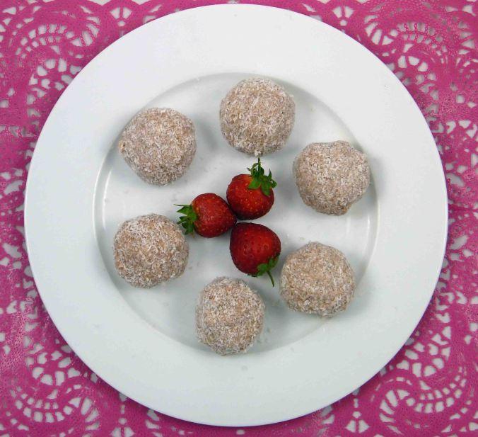 Strawberry coconut protein balls 3